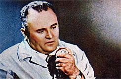 Сергей Павлович Королёв. Кадр из кинохроники (инсценировки событий 12 апреля 1961 года) старта космического корабля «Восток»